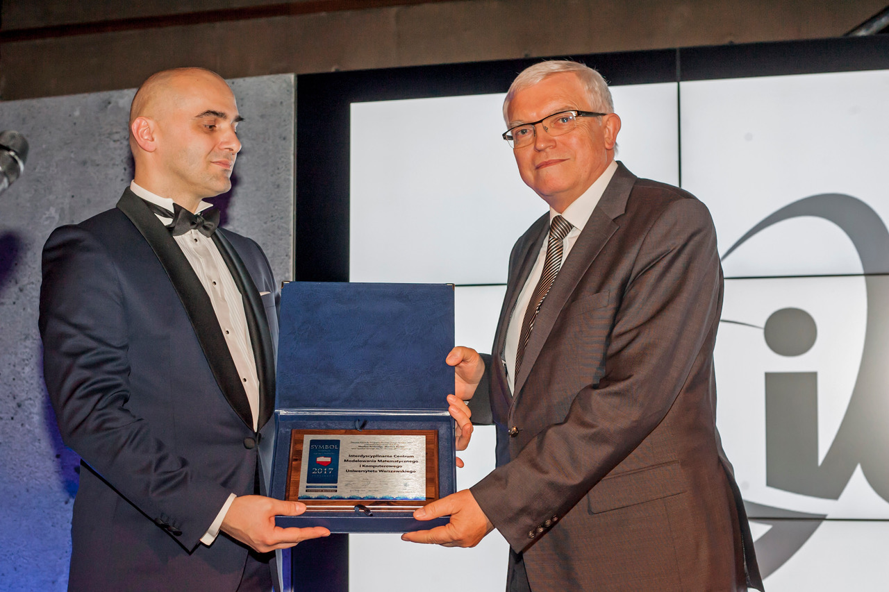 Dyrektor ICM prof. Marek Niezgódka odbiera tytuł Symbol 2017 dla ICM